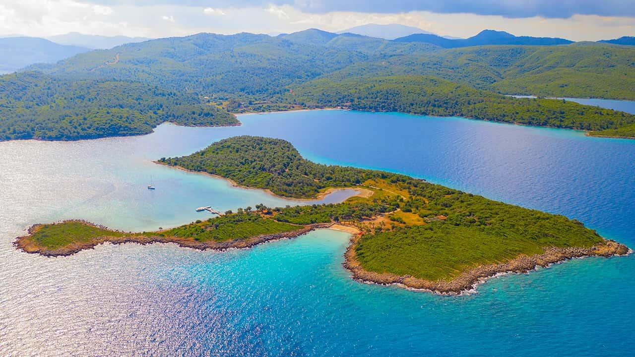 Turkuaz sular arasında tarihi Sedir Adası