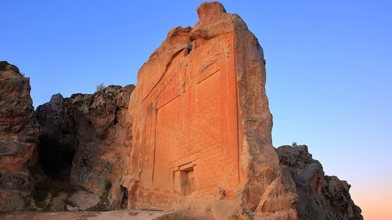 Günbatımında Midas Anıtı